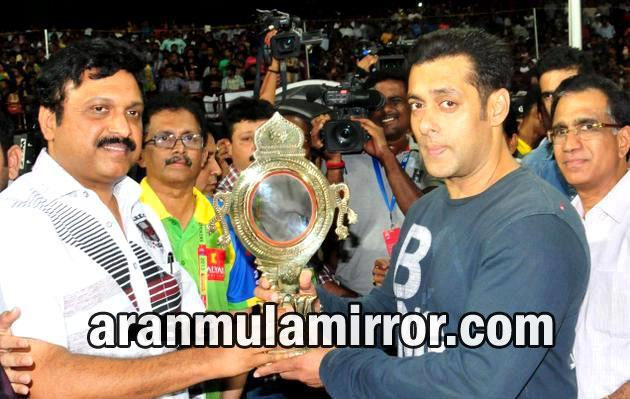 Salman Khan With Aranmula Kannadi